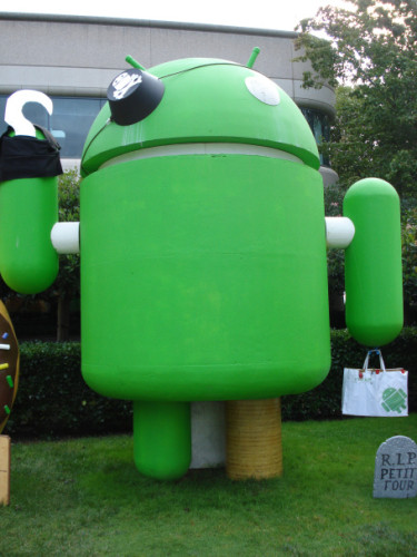 google-android-statue-pirate-375x500