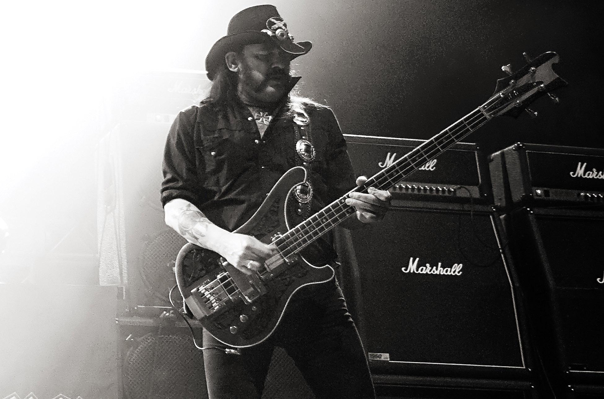 foto de #Lemmy Kilmister #Motorhead Singer and Heavy Metal Legend Dead at 70 bluesyemre