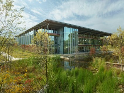 arkansas-the-hillary-rodham-clinton-childrens-library-and-learning-center-in-little-rock-earned-a-2015-aiaala-library-building-award-for-its-glass-facade-and-low-carbon-footprint