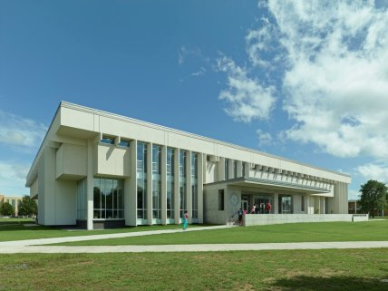 mississippi-the-james-h-white-library-at-mississippi-valley-state-university-in-itta-bena-won-a-2014-aia-mississippi-merit-award-for-its-renovation-into-an-open-inviting-structure