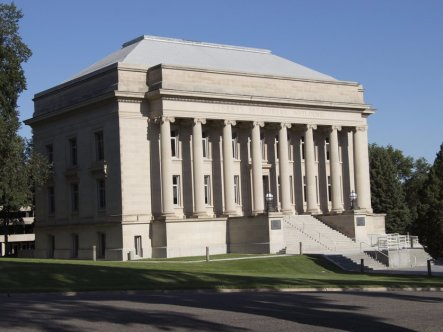north-dakota-the-north-dakota-state-library-in-bismarck-is-a-handsome-column-adorned-building-that-has-been-in-operation-since-1907