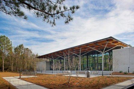 south-carolina-in-st-helena-island-the-st-helena-branch-library-creates-a-cozy-environment-with-lattice-enclosed-reading-spaces-inside-and-relaxing-open-spaces-outside