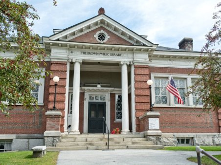 vermont-northfields-brown-public-library-stays-faithful-to-the-new-england-vibe-with-its-red-brick-facade-and-white-columns