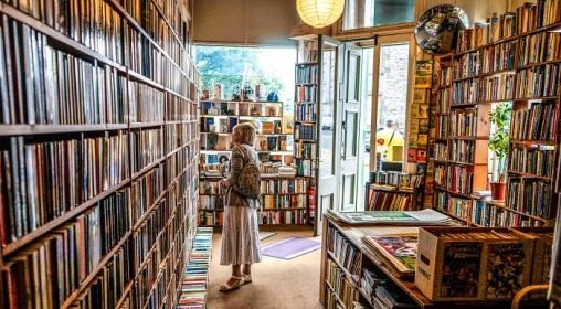 indie-bookstore-unsplash