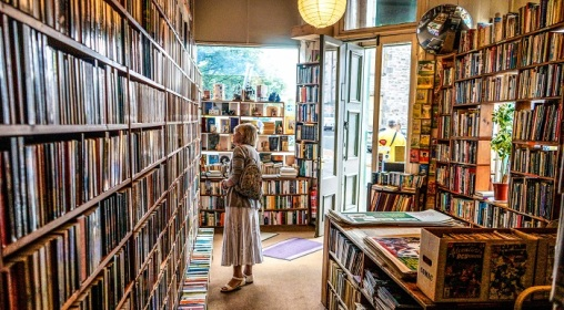 indie-bookstore-unsplash