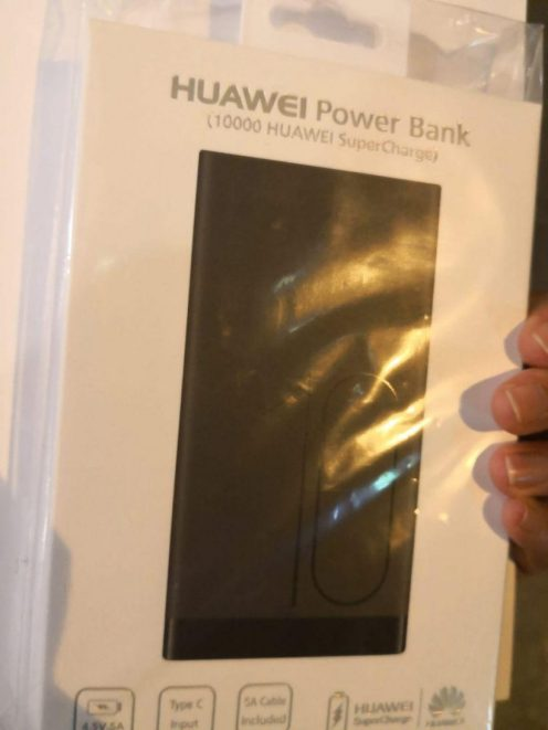 Huawei-gifting-free-power-banks-to-Apple-fans-820x1093