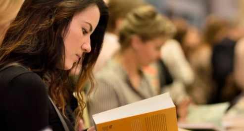 kitap-okuyan-insan