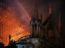 de7550-20190415-notre-dame-cathedral-fire-03