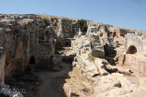 kayalara-oyulan-medeniyet-antik-kent-perreac