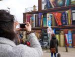 street-art-utrecht-apartment-building-transformed-into-bookcase-jan-is-de-man-5cadbde1ea71e__700