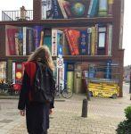 street-art-utrecht-apartment-building-transformed-into-bookcase-jan-is-de-man-5cadbde82a926__700