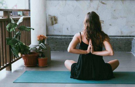 Harvard-Universitesi-Covid-19dan-korunabilmek-icin-her-sabah-yoga-yapmayı-oneriyor-5